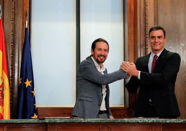 PSOE lideri ve geçici Başbakan Pedro Sanchez ile Unidas Podemos lideri Pablo İglesias