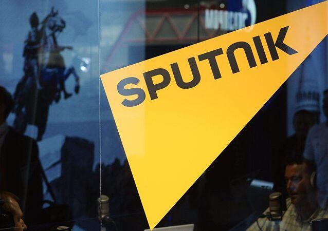 Estonya, Sputnik haber ajansı ve radyosunun bulunduğu tek Baltık ülkesi olarak öne çıkıyor. Toplam 35 kişiden oluşan personelinin 33'ü Estonya vatandaşı olan ajansın, Estonya bütçesine aylık vergi ödemeleri yaklaşık 30 bin euro.