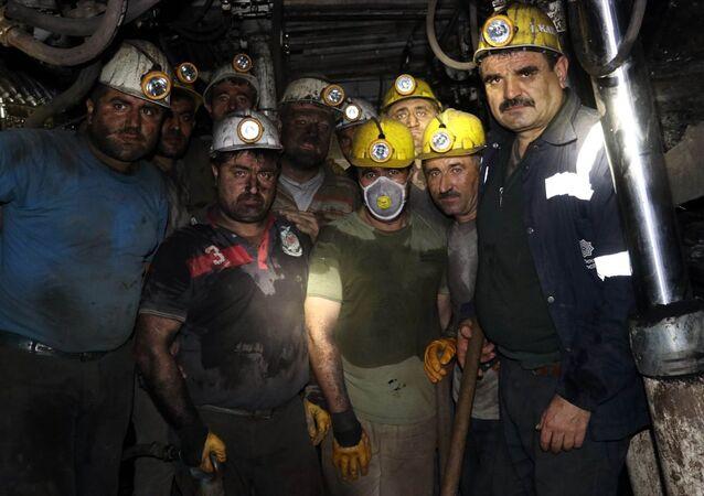 Amasya'nın Suluova ilçesinde maden işçileri, yeni yıla yerin metrelerce altında maden ocağında çalışarak girdi.