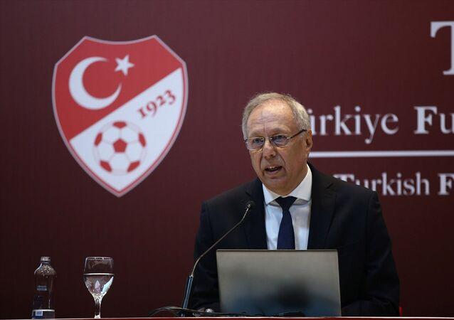 Türkiye Futbol Federasyonu (TFF) Merkez Hakem Kurulu (MHK) Başkan vekili Oğuz Sarvan, TFF Hasan Doğan Milli Takımlar Kamp ve Eğitim Tesisleri'nde düzenlenen basın toplantısında açıklamalarda bulundu.