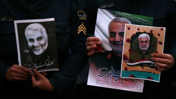 Kasım Süleymani'nin ABD hava saldırısında öldürülmesinin ardından İran'da protesto gösterileri düzenlendi. - Sputnik Türkiye