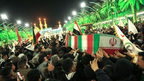 Devrim Muhafızları Komutanı Kasım Süleymani, Irak'ın Kerbela şehrinde yüzbinlerce kişinin katıldığı törenle ebediyete uğurlandı - Sputnik Türkiye