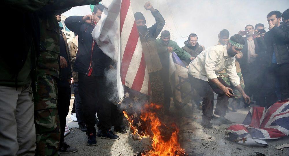 İran'da Kasım Süleymani sonrası protesto