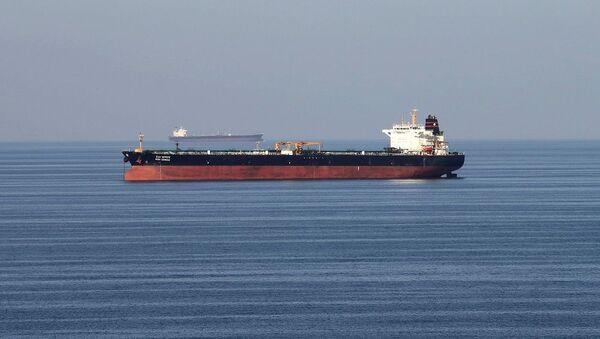 Hürmüz Boğazı'nda bir petrol tankeri - Sputnik Türkiye