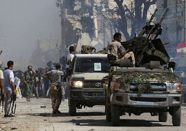 Libya Ulusal Ordusu (LUO), 2017'de Bingazi'nin cihatçılardan kurtarılışını kutlarken
