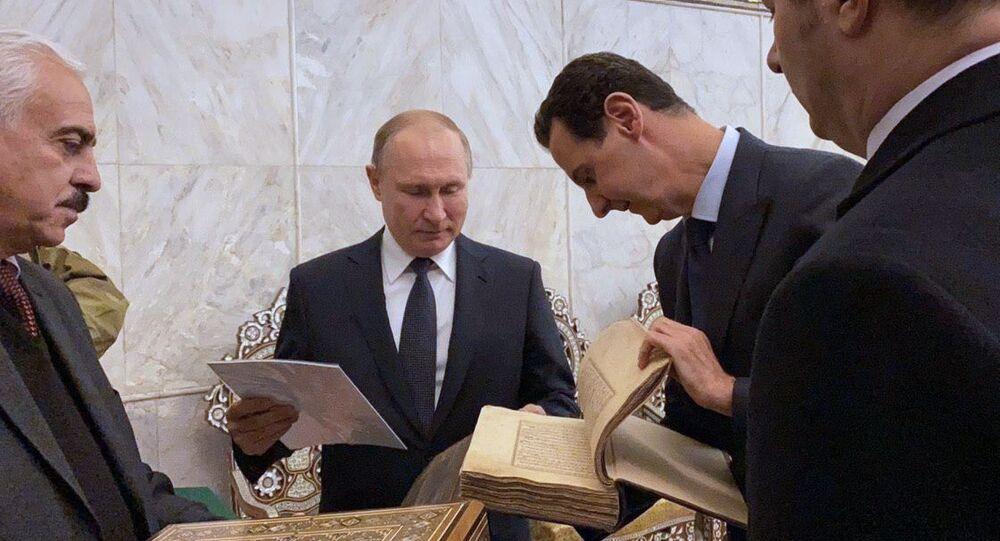 Putin ile Esad Şam'daki Emevi Camii'ni ziyaret ederken