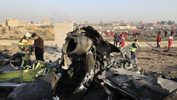 Ukrayna'nın başkentiKiev'e gitmek üzere Tahran İmam Humeyni Uluslararası Havalimanı'ndan havalananBoeing 737tipi yolcu uçağı kısa süre sonra teknik arıza nedeniyle düştü.  - Sputnik Türkiye