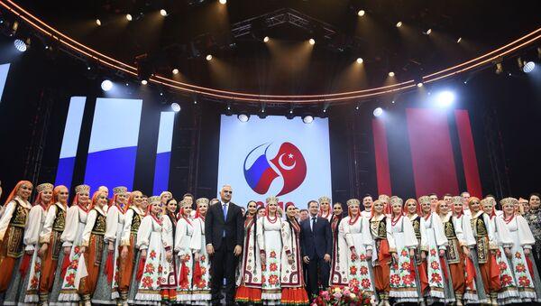 Nisan 2018'de Moskova'daki Büyük Tiyatro'da sahnelenen 'Truva' operasıyla açılışı yapılan 2019 Türkiye-Rusya Karşılıklı Kültür ve Turizm Yılı'nın kapanış etkinliği, İstanbul'da gerçekleşti. - Sputnik Türkiye