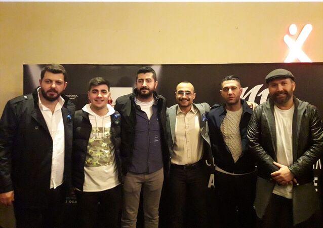 Yönetmenliğini Kadri Beran Taşkın'ın üstlendiği Sıfır Bir filminin özel gösterimi, Adana'da gerçekleştirildi. Özel gösterime, çok sayıda sinemasever katıldı.