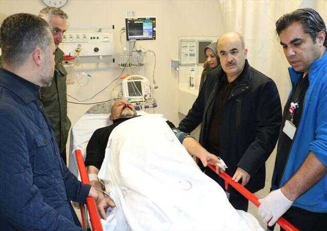 Vali Dağlı, Düzce İl Emniyet Müdürü Mehmet Ali Akkaplan, Jandarma Alay Komutanı Kıdemli Albay Mustafa Çetinkaya ile birlikte olayda yaralanan ve Atatürk Devlet Hastanesinde tedavi altına alınan polis memuru İhsan Durmuş'u ziyaret ederek sağlık durumu hakkında İl Sağlık Müdürü Yasin Yılmaz'dan bilgi aldı.