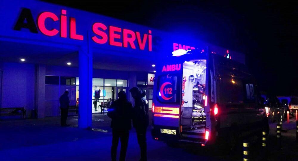 İzmir'inÇeşmeilçesi açıklarında düzensiz göçmenleri taşıyan teknenin batması sonucu 8'i çocuk 11 kişinin cesedine ulaşıldı, 8 kişi kurtarıldı.