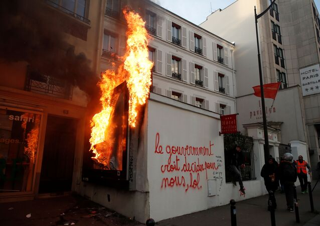 Fransa'da devam eden protestolar