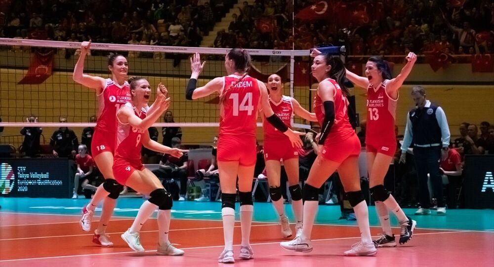A Milli Kadın Voleybol Takımı, Hollanda'nın ev sahipliğinde Apeldoorn kentinde düzenlenen 2020 CEV Tokyo Olimpiyat Oyunları Avrupa Kıta Elemeleri finalinde Almanya ile karşılaştı.