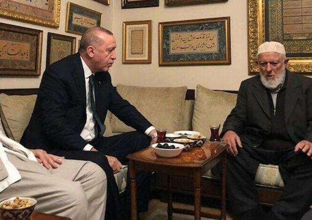 Cumhurbaşkanı Recep Tayyip Erdoğan, hadis alimi M. Emin Saraç'ı Fatih'teki evinde ziyaret etti