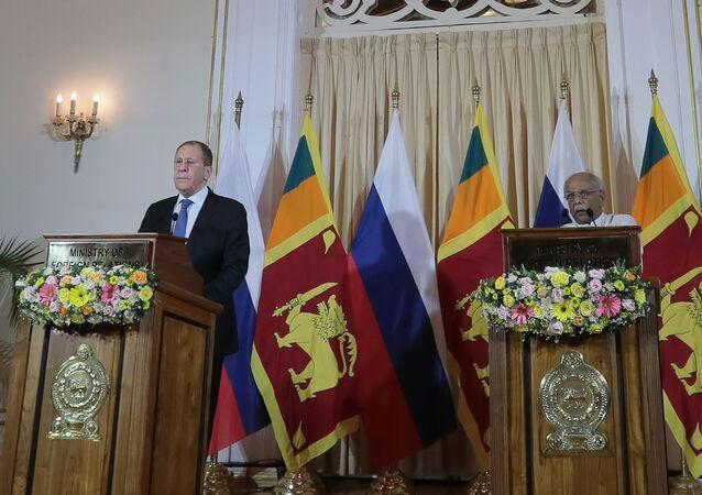 Dinesh Gunawardena ve Sergey Lavrov