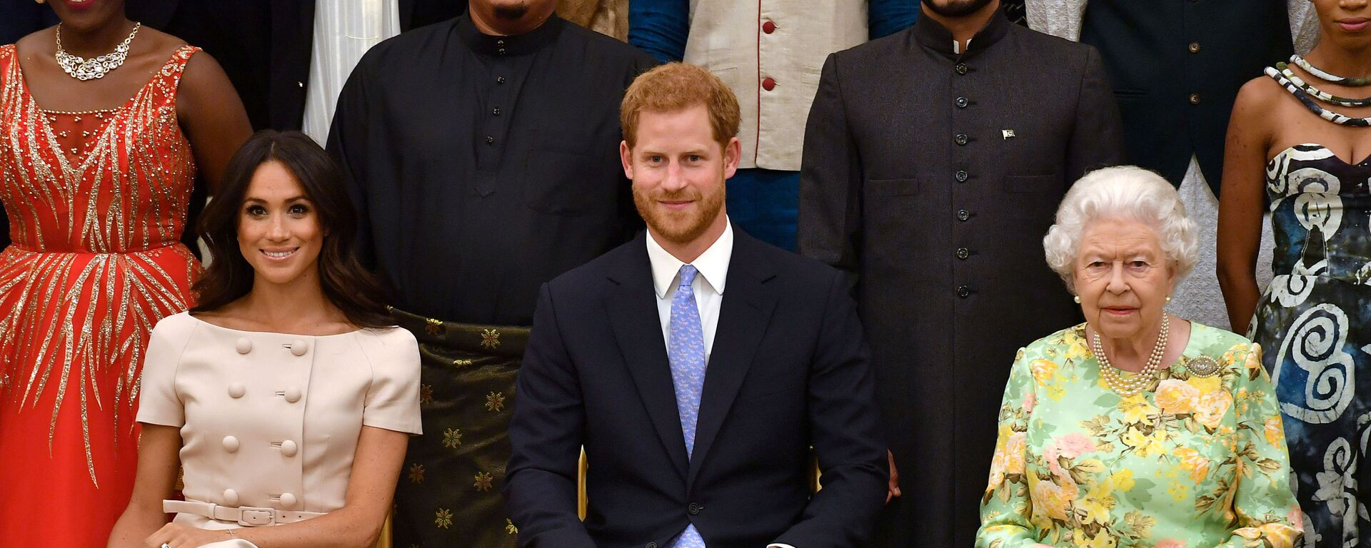 FILE PHOTO: Britain's Queen Elizabeth, Prince Harry and Meghan, the Duchess of Sussex, pose for a picture at in London, Britain June 26, 2018. John Stillwell/Pool via Reuters/File Photo - Sputnik Türkiye, 1920, 23.08.2021