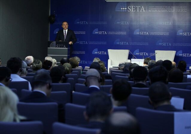 Dışişleri Bakanı Mevlüt Çavuşoğlu, Siyaset, Ekonomi ve Toplum Araştırmaları Vakfı'nda, SETA Başkanı Burhanettin Duran (solda) moderatörlüğünde Küresel Belirsizlik Ortamında Türk Dış Politikası konulu panele katıldı.