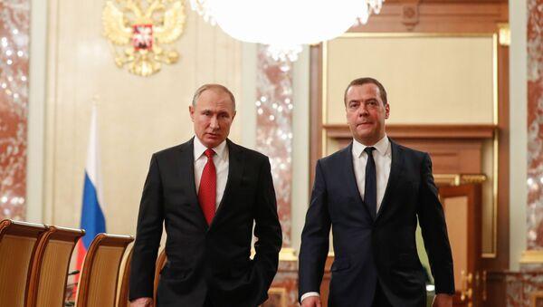Rusya Devlet Başkanı Vladimir Putin -  Rusya Başbakanı Dmitriy Medvedev - Sputnik Türkiye