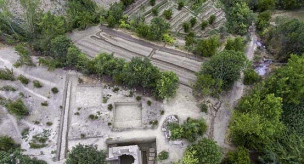 Denizli'de stadyum için araştırma yapılan arazide tarihi mezar bulundu