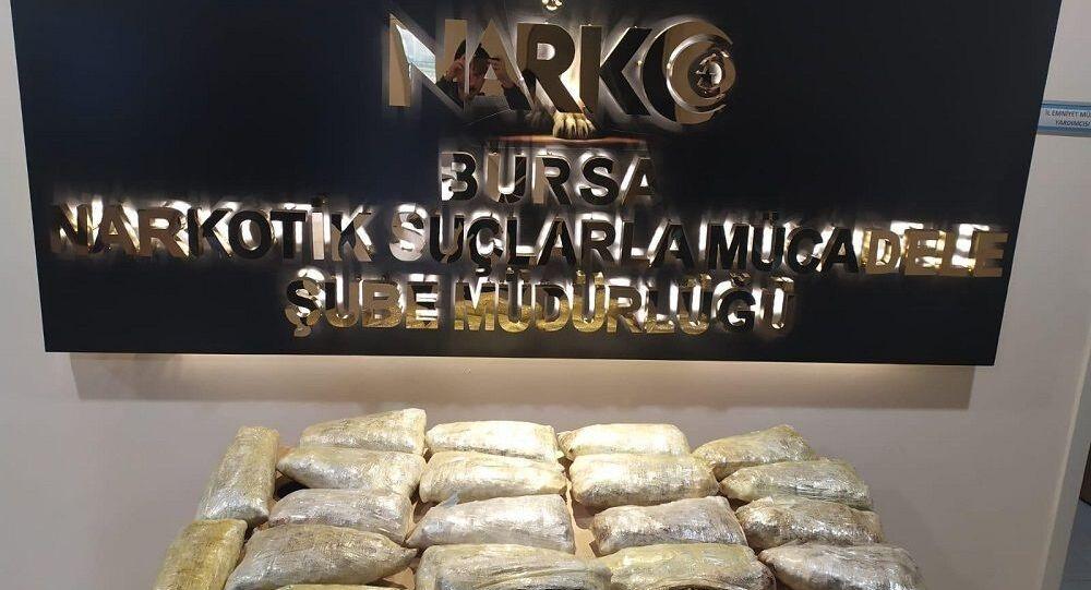 Bursa'da otomobilin tamponunda 16 kilogram uyuşturucu ele geçirildi