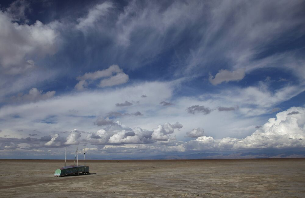 BM Genel Sekreteri Antonio Guterres, devletlerden sera gazı salınımını azaltma hedeflerini yükseltmelerini istedi.  Fotoğrafta: Bolivya'daki kurumuş Poopo Gölü