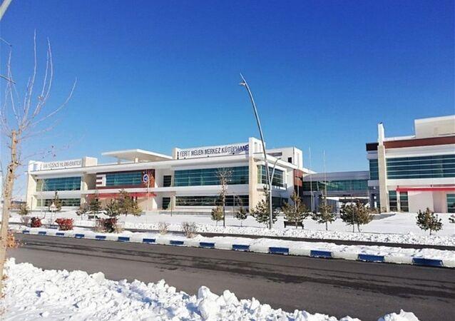 Van Yüzüncü Yıl Üniversitesi'nde 6 yıl önce yapımına başlanan Ferit Melen Kütüphanesi