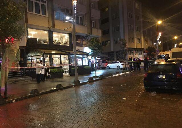 Bayrampaşa'da Bulgaristan uyruklu olduğu öğrenilen madde bağımlısı saldırgan elinde palayla kafeye dalıp müşterilere korku dolu anlar yaşatmıştı.