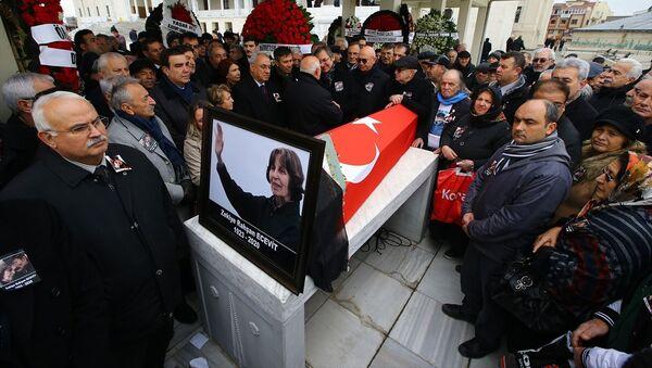 Rahşan Ecevit'in cenazesi, Kocatepe Camisi'ne getirildi. - Sputnik Türkiye