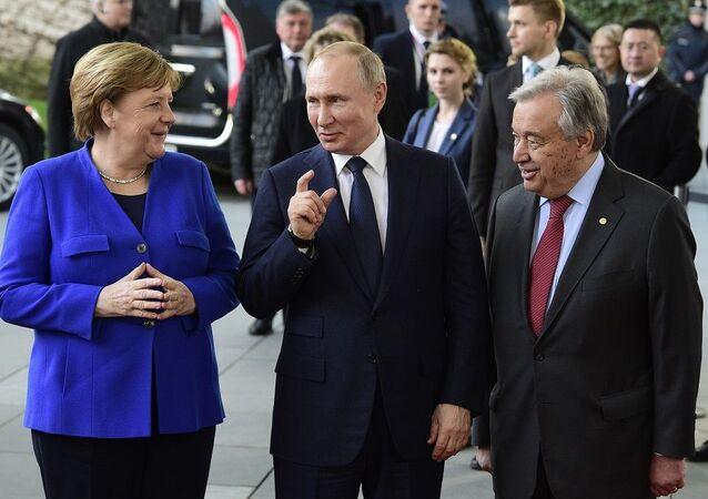 Putin, Merkel ve BM Genel Sekreteri Guterres Berlin'de Rusça sohbet etti