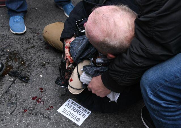 Yunanistan'ın başkenti Atina'da, aşırı sağcı grupların düzenledikleri göçmen karşıtıgösteri sırasında,gösteriyi takip eden Deutsche Welle'nin Atina muhabiri Thomas Jacobi'nindarp edildiği bildirildi.