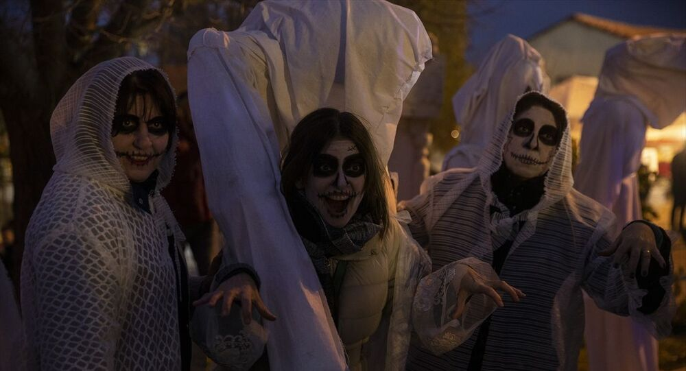 Edirne'nin Keşan ilçesine bağlı Çamlıca köyünde eski Balkan geleneği Bocuk Gecesi kutlandı.