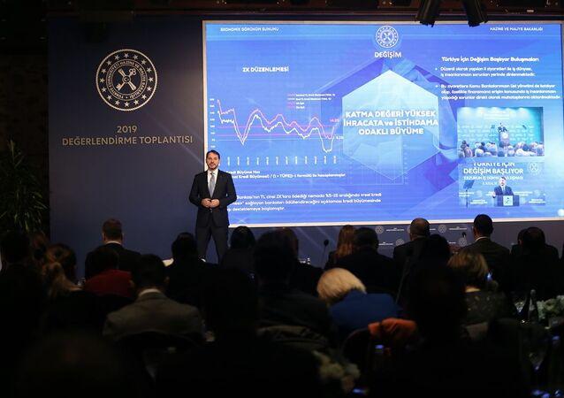 Hazine ve Maliye Bakanı Berat Albayrak, Hazine ve Bakanlığı tarafından Cumhurbaşkanlığı Dolmabahçe Çalışma Ofisi'nde düzenlenen 2019 Yılı Değerlendirme Toplantısı'na katılarak konuşma yaptı.