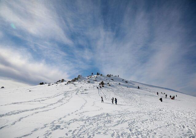 Karla kaplı Karacadağ'da kartpostallık manzaralar