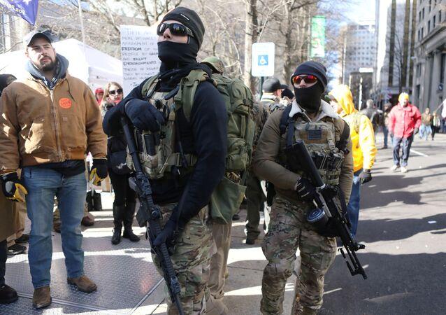 Richmond mitingine katılan milis üyelerinden bazıları...