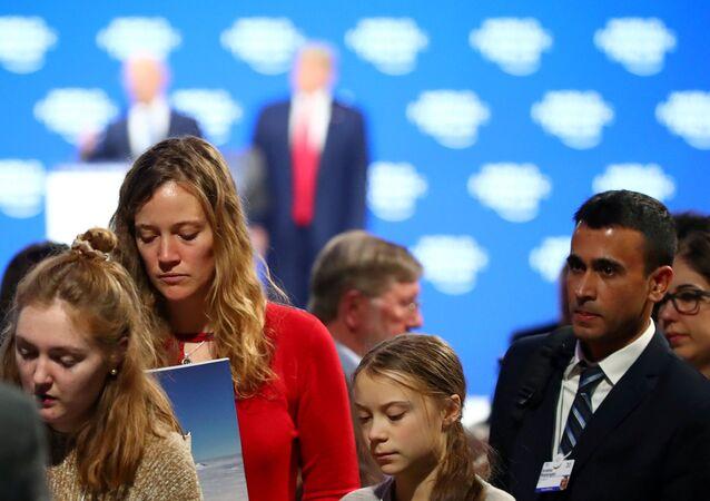 Davos'taki 50. Dünya Ekonomik Forumu'nda ABD Başkanı Donald Trump'ın konuşmasını dinleyen Greta Thunberg salondan ayrılırken