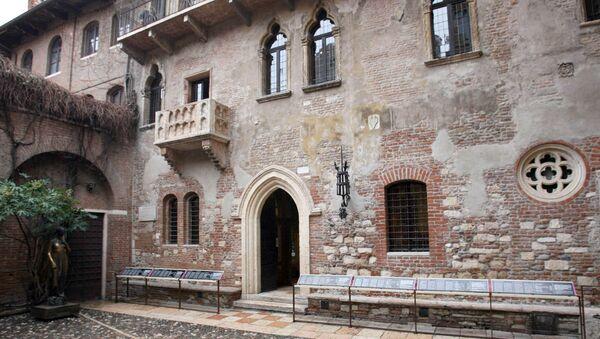 İtalya'nın Verona kentinde bulunan, William Shakespeare'in 'Romeo ve Juliet' hikâyesinin geçtiğine inanılan ev. - Sputnik Türkiye