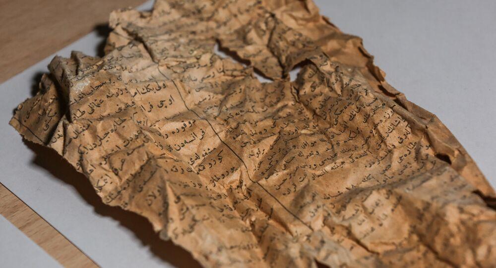 Dolmabahçe'deki restorasyonda dolgu malzemesi olarak kullanılmış 100 yıllık gazete bulundu