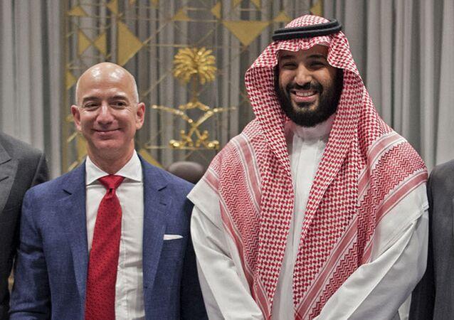 Amazon CEO'su Jeff Bezos, 2016'daki Riyad ziyaretinde Suudi Veliaht Prensi Muhammed bin Selman ile birlikte