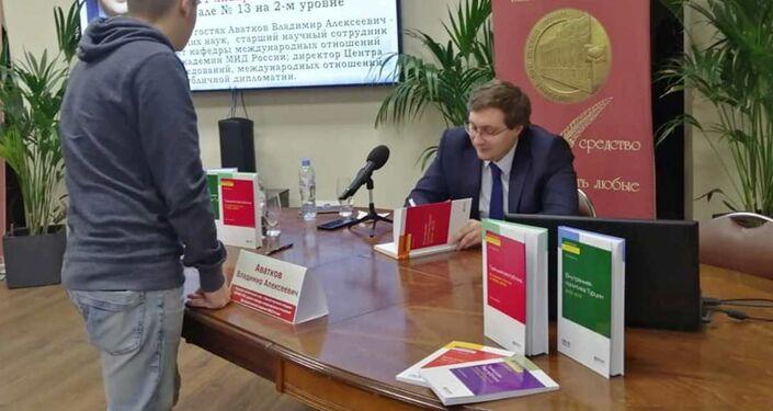 Moskova'nın en büyük kitapevindeRusya'nın önde gelen Türkologlarından Vladimir Avatkov'un kitaplarının sunumu yapıldı.