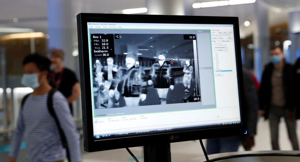 İstanbul Havalimanı'nda Çin'den gelen yolcuların termal kameralarla taraması yapılıyor.