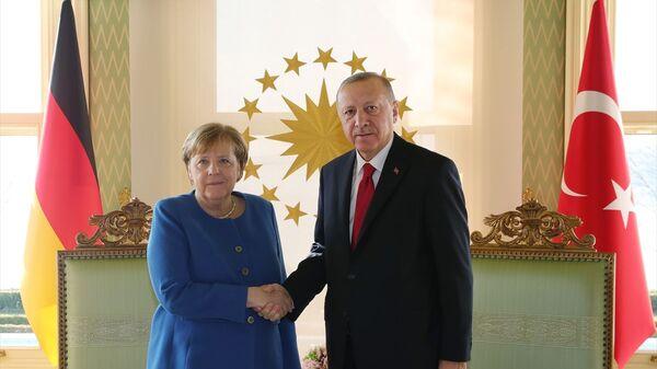 Türkiye Cumhurbaşkanı Recep Tayyip Erdoğan- Almanya Başbakanı Angela Merkel - Sputnik Türkiye