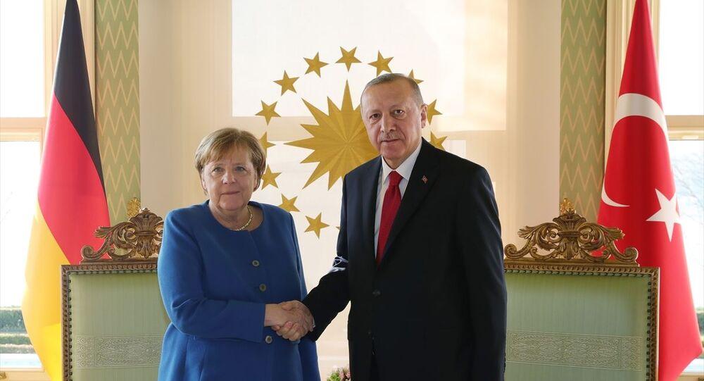 Türkiye Cumhurbaşkanı Recep Tayyip Erdoğan, Vahdettin Köşkü'nde Almanya Federal Cumhuriyeti Şansölyesi Angela Merkel ile çalışma ziyareti kapsamında görüştü.