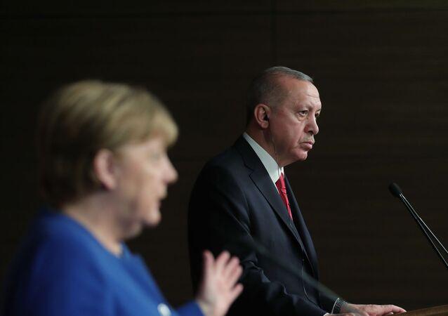 Cumhurbaşkanı Recep Tayyip Erdoğan ile Almanya Başbakanı Angela Merkel