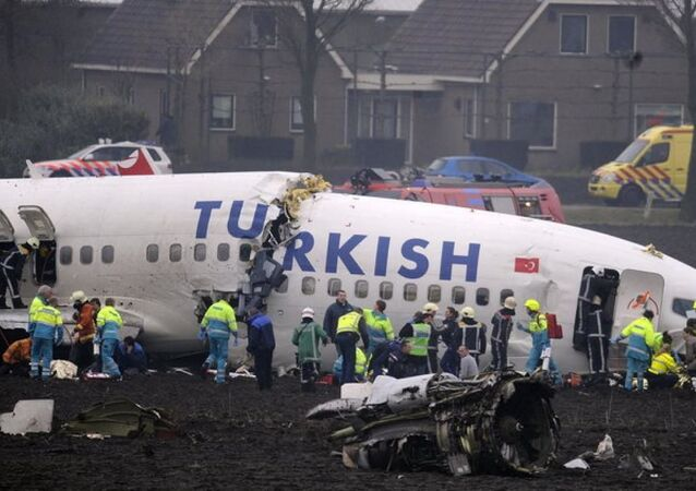 Türk Hava Yolları'na (THY) ait Boeing 737 - 800 NG tipi uçağın Amsterdam'da düşmesi