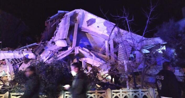 Elazığ merkezde çöken 4 katlı bina