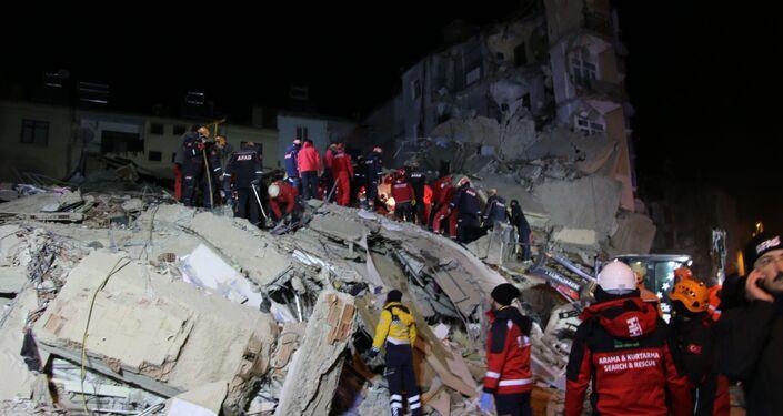 Elazığ'da 6.8 büyüklüğünde deprem
