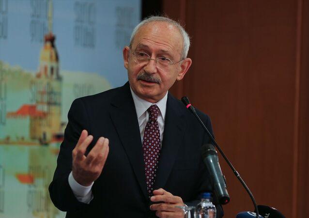 CHP Genel Başkanı Kemal Kılıçdaroğlu, İstanbul Suriçi Grubu'nun Fatih'te bir otelde düzenlediği İstanbul Toplantıları'na katılarak konuşma yaptı.