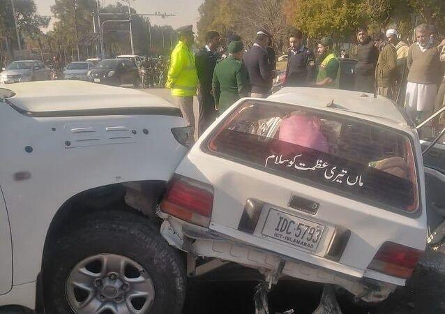 Pakistan'da ABD Büyükelçiliği'ne ait bir aracın başka bir araçla çarpışması sonucu 2 kişi hayatını kaybetti, 4 kişi yaralandı