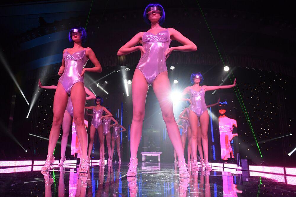 Bu yıl 22. kez düzenlenen Tatristan Güzeli 2020 Yarışması'nın katılımcıları mayolu geçit sırasında.