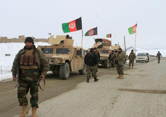 Afganistan'ın Gazne vilayetinin Taliban kontrolündeki karlarla kaplı dağlık bölgesine düşen uçağın enkazını bulmak üzere hem yerel personel hem de Afgan askerleri gönderildi.